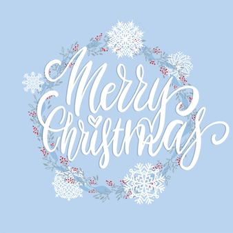Merry christmas brush belettering tekst versierd met hand getrokken takken met rode bessen en sneeuwvlokken.