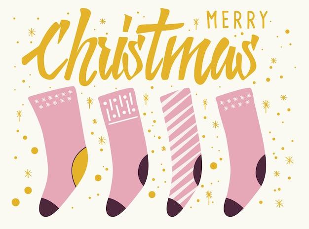 Merry christmas tekst belettering kaart ontwerp met kousen en decoratie. kleurrijke platte illustratie