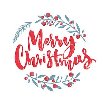 Merry christmas-tekst versierd met handgetekende takken met rode bessen. wenskaart ontwerpelement. rode borstel belettering. vector typografie.