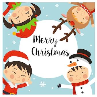 Merry christmas wenskaart met kinderen in kerst kostuums