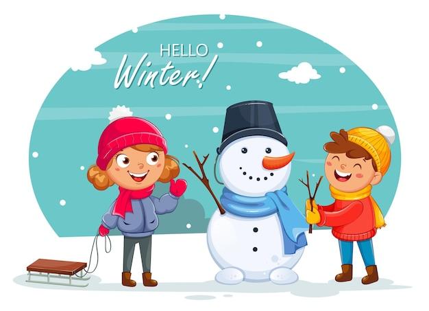 Merry christmas wenskaart met vrolijke kinderen spelen met sneeuwpop, schattige stripfiguren. hallo winterconcept. voorraad vectorillustratie