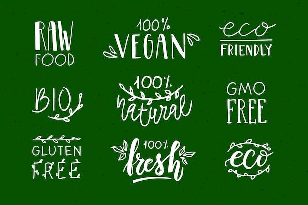 Met de hand geschetste badges en labels met vegetarische veganistische rauwe eco bio verse gluten en ggo-vrij