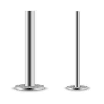 Metalen kolom metalen paal, stalen buis met verschillende diameters geïnstalleerd, vastgebout op een ronde basis geïsoleerd