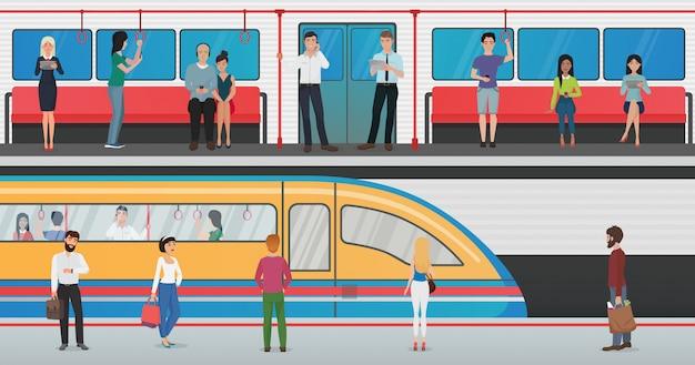Metro binnen met mensen en metroplatform met trein in metrostation. stedelijke metro vector concept met passagiers.