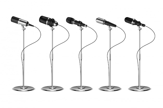 Microfoons. spraakversterkende audio-apparatuur. uitzend-, concert- en interviewmicrofoon op stand-elementenset. geïsoleerde vector set