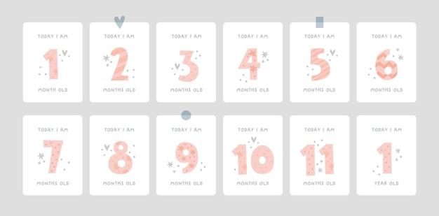 Mijlpaalkaarten met cijfers voor pasgeboren meisje of jongen in pastelkleuren
