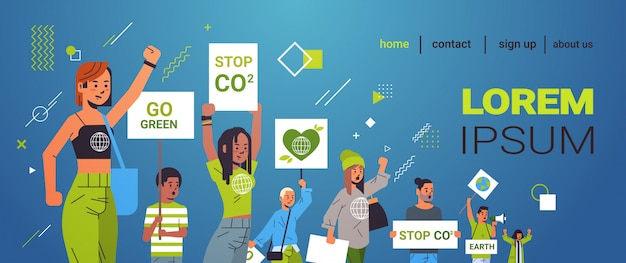 Milieuactivisten houden posters groen slaan staking concept mix race demonstranten campagne voeren ter bescherming van aarde demonstreren tegen opwarming van de aarde portret exemplaar horizontaal
