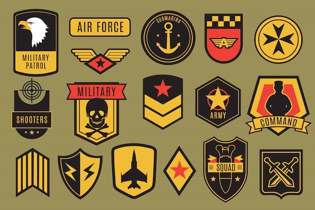 Militaire badges. amerikaanse legerpleisters. amerikaanse soldaatchevrons met vleugels en sterren.