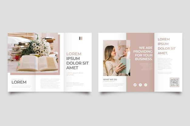 Minimale driebladige brochure met foto