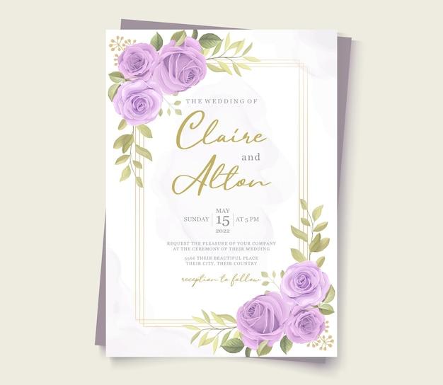 Minimalistisch ontwerp van de huwelijksuitnodiging met paarse rozen