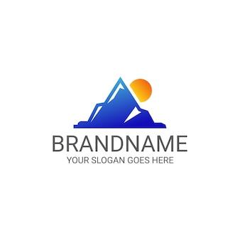 Minimalistische berg zonsopgang logo