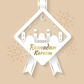 Minimalistische ramadan kareem-wenskaart in papercut-stijl met moskee en maondecoratie