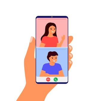Minnaarpaar ontmoet afstand in videogesprek online op smartphone. op afstand communiceren man en vrouw via internet vanuit huis. hand met smartphone. communicatie met liefde, daten. valentijnsdag.