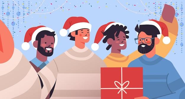 Mix race jongens selfie foto nemen op smartphone camera mannen plezier nieuwjaar kerst vakantie viering concept horizontale portret vectorillustratie