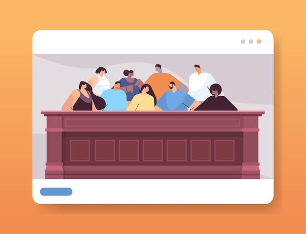 Mix race juryleden zitten in jury box wet rechtbank proefsessie online jurering proces concept rechtszaal interieur portret horizontaal
