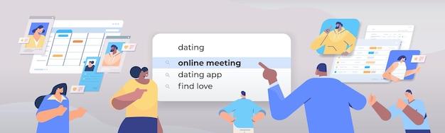 Mix race mensen kiezen dating in zoekbalk op virtueel scherm online vergadering vinden liefde internet netwerken concept horizontale portret illustratie