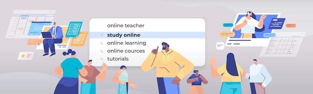 Mix race mensen kiezen studie online in zoekbalk op virtueel scherm internet netwerken concept horizontale portret illustratie