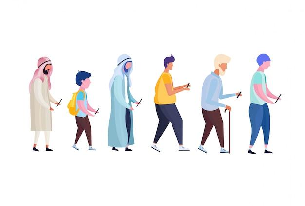 Mix race multi-generatie man profiel met behulp van smartphone mannelijke diversiteit stripfiguur
