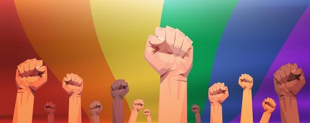 Mix race opgeheven vuisten lgbt regenboogvlag achtergrond homo lesbische liefde parade trots festival transgender liefde concept
