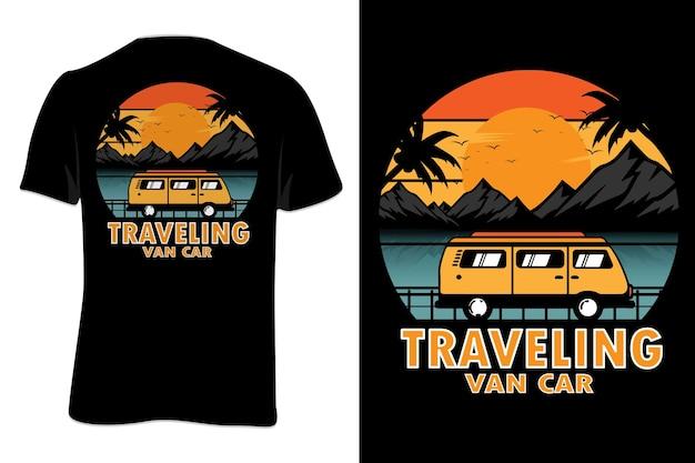 Mock up t-shirt reizen van auto retro vintage stijl