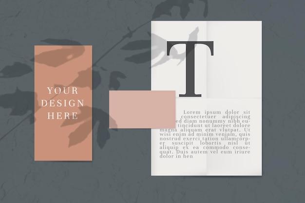 Mockupset voor enveloppen in neutrale kleurtoon