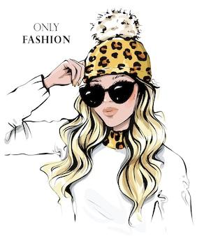 Mode vrouw in zonnebril mooi meisje in gebreide muts