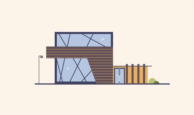 Modern gebouw met grote ramen, glazen deur en houten gevel.