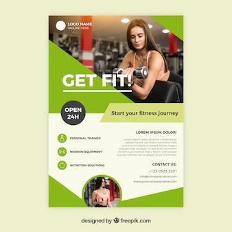 Modern groen gym voorbladsjabloon met afbeelding van de vrouw