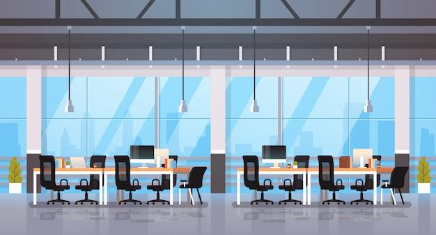 Modern kantoor interieur werkplek bureau creatief co-working center werkruimte stadsgezicht