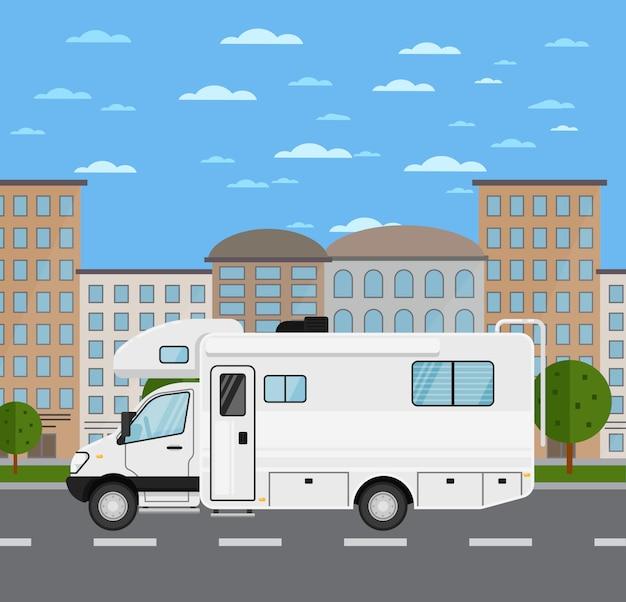 Moderne camper in stedelijk landschap