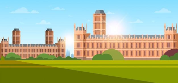 Moderne nationale universiteit of hogeschool het bouwen van buitenaanzicht lege voortuin met groen gras en bomen onderwijs concept zonsondergang achtergrond vlak horizontaal