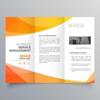 Moderne oranje driebladige brochure template in wave stijl