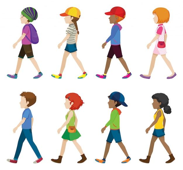 Modieuze tieners lopen