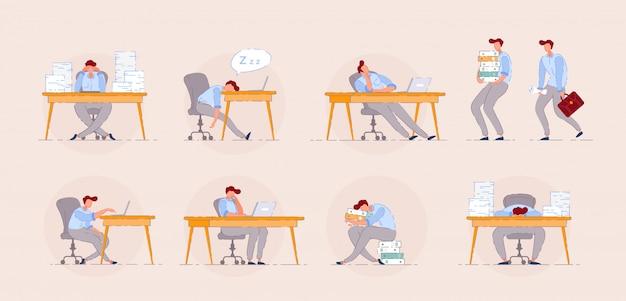 Moe kantoormedewerker. burn-out concept met ongelukkige man op kantoorwerkplek. gefrustreerde kantoormedewerker uitgeput op routineproces.
