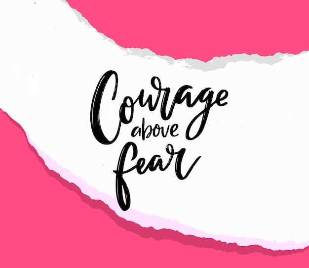 Moed boven angst. motiverende citaat op gescheurd papier, ondersteuningsspreuk voor t-shirt, printontwerp en kaarten. handgeschreven tekst op roze achtergrond.