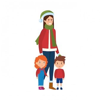 Moeder en kinderen met kerstkleren
