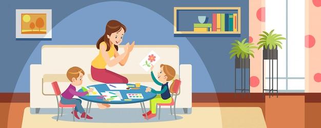 Moeder en kinderen tekenen verf in de speelkamer