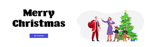 Moeder met kinderen controleert de lichaamstemperatuur van de kerstman coronavirus quarantaine zelfisolatie concept nieuwjaar kerstvakantie viering banner