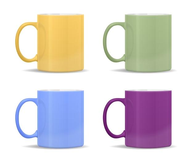 Mokken van verschillende kleuren: geel, groen, blauw, paars