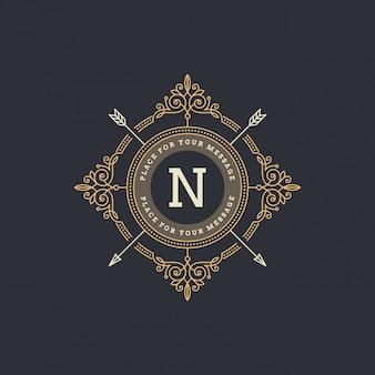 Monogram logo sjabloon met bloeit kalligrafische elegante ornament-elementen.