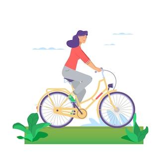 Mooi meisje die gelukkig fiets berijden die op witte achtergrond wordt geïsoleerd.