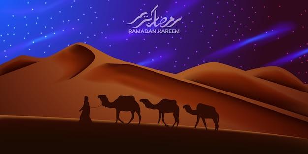 Mooie achtergrond op de woestijn met silhouetkameel die bij de nacht reist