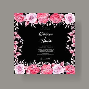 Mooie huwelijksuitnodiging met rode en paarse rozen