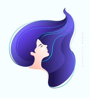 Mooie jonge vrouw zijgezicht met lang violet haar