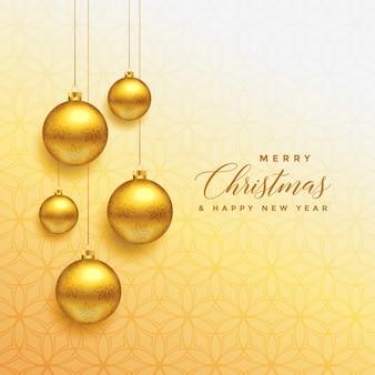 Mooie kerstmis gouden ballen die achtergrond hangen