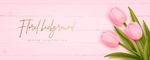 Mooie tulpen op roze houten achtergrond