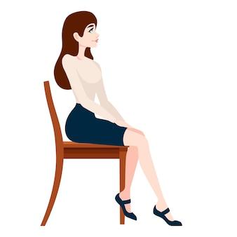 Mooie vrouw die in bedrijfskleren op houten stoel zit