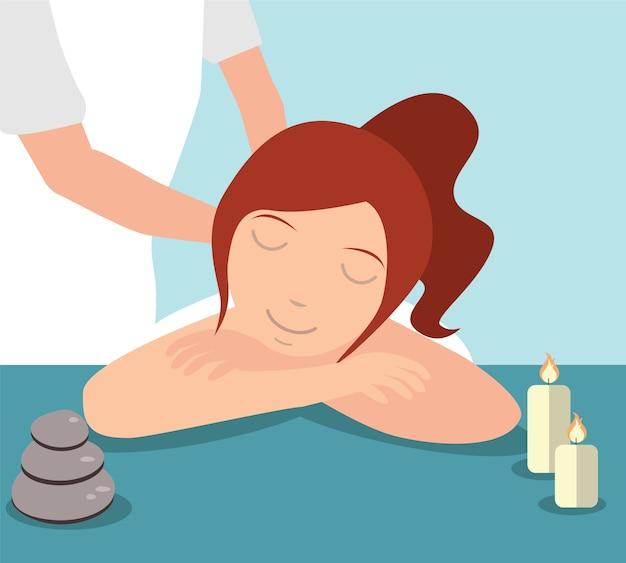 Mooie vrouw genieten van massagebehandeling gegeven door therapeut, spa concept