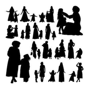Moslim moeder en kind silhouetten.