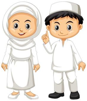 Moslimjongen en meisje in witte uitrusting